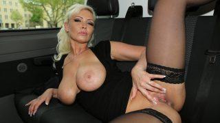 Vivian Schmitt hat sehr geile Porno Videos